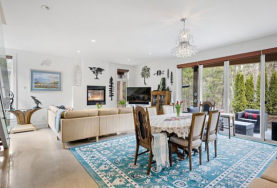 1087 MADELEY PLACE Whistler BC Canada