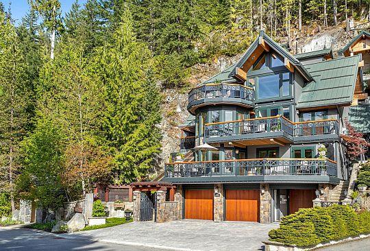 2304 GONDOLA WAY Whistler BC Canada