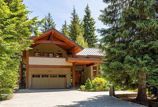 3217 ARCHIBALD WAY Whistler BC Canada