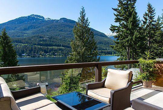 3300 ARCHIBALD WAY Whistler BC Canada