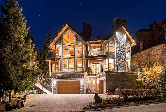 3850 SUNRIDGE COURT Whistler BC Canada