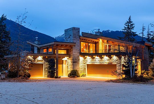 3855 SUNRIDGE COURT Whistler BC Canada