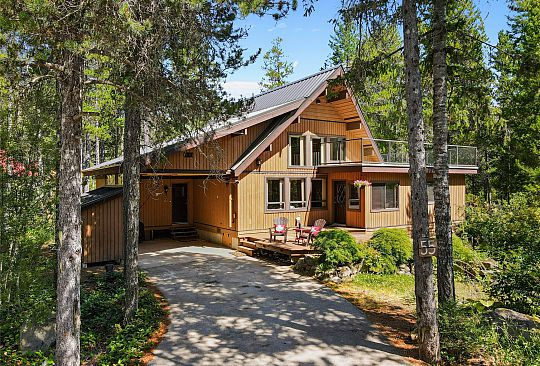 55 PINECREST ROAD Whistler BC Canada