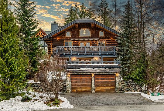 6488 ST ANDREWS WAY Whistler BC Canada
