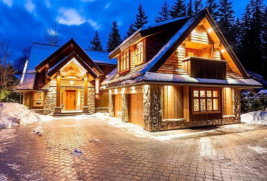 6813 BEAVER LANE Whistler BC Canada