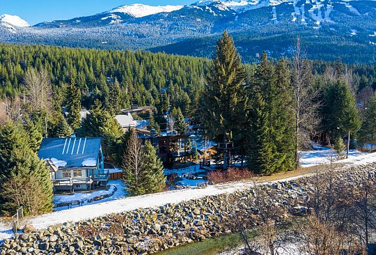 7201 S FITZSIMMONS ROAD Whistler BC Canada
