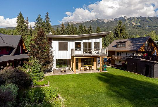 7249 S FITZSIMMONS ROAD Whistler BC Canada