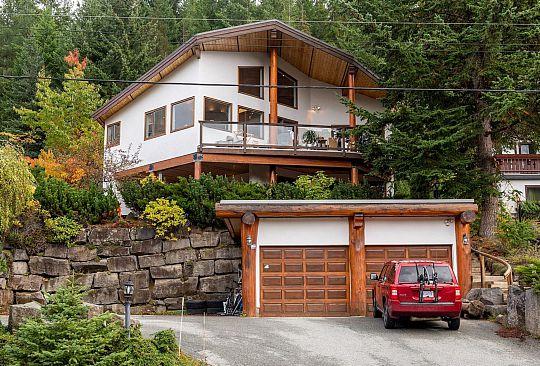 7414 AMBASSADOR CRESCENT Whistler BC Canada