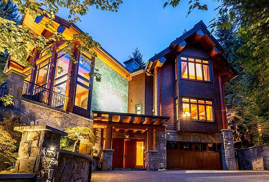 7425 TREETOP LANE Whistler BC Canada