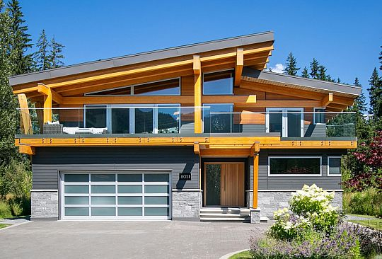 8051 CYPRESS PLACE Whistler BC Canada