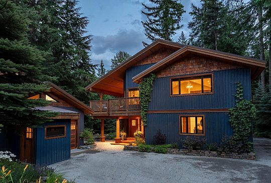 8150 MEADOW LANE Whistler BC Canada