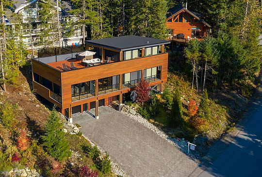 8219 MOUNTAIN VIEW DRIVE Whistler BC Canada