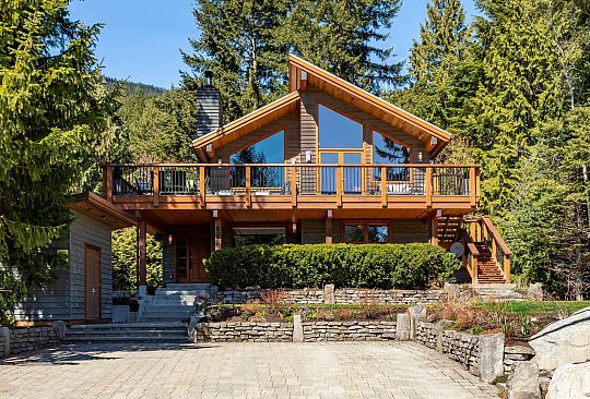8255 MOUNTAIN VIEW DRIVE Whistler BC Canada