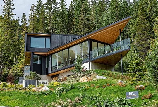 8332 MOUNTAINVIEW DRIVE Whistler BC Canada